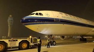 中国游客因火山喷发滞留印尼 中国6架包机再出发