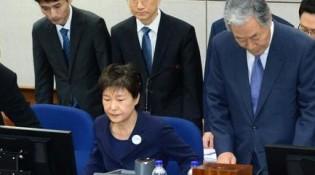 朴槿惠被拘留所长劝出庭后怒了:没跟你解释过吗?
