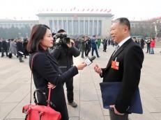全国政协委员何一心在两会现场接受媒体采访