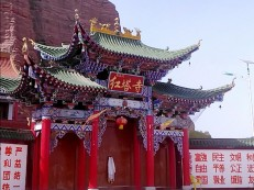 气势奇特红塔寺:佛教文化观瞻胜境