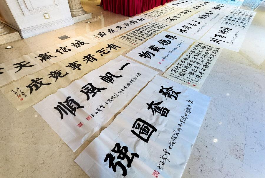 著名书法家曹新山书写正楷一百首毛主席诗词110米长卷申报吉尼斯世界纪录-新华图闻网